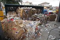 FOTO EMBARGADA PARA VEICULOS INTERNACIONAIS. SAO PAULO, SP, 19-11-2012, TOMBAMENTO CAMINHAO. Um caminhao tombou na tarde dessa Segunda-feira (19) na Rua Osaka altura do 1100 no bairro da V. Maria. Por muito pouco um veiculo nao foi esmagado pela carga, o motorista teve ferimentos leves e foi encaminhado ao hospital da regiao. Luiz Guarnieri/ Brazil Photo Press