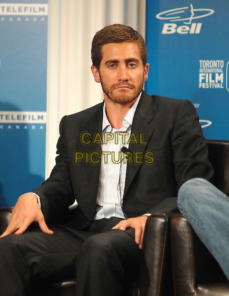"JAKE GYLLENHAAL .at the press conference for his new film ""Rendition"" during the 32nd Annual Toronto International Film Festival, Toronto, Canada, .7th September 2007..half length sitting shirt suit beard funny face bored expression.CAP/TL.©Tony Lee/Capital Pictures."