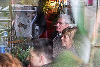 """Besuch des Bundespraesidenten Joachim Gauck in Kreuzberg.<br />Im Rahmen des Thementages """"Unterwegs zum Miteinander"""" des Bundespraesidenten besuchte Joachim Gauck am Mittwoch den 19. Maerz 2014 das interkulturelle """"Café Kotti"""" am Kottbusser Tor in Kreuzberg. Er wurde vom Besitzer des Cafe, Ercan Yasaroglu begruesst. Verschiedene migrantische NGOs diskutierten u.a. zum Thema Zuwanderung und Ausgrenzung von Menschen ohne deutschen Pass aus der bundesdeutschen Gesellschaft. <br />19.3.2014, Berlin<br />Copyright: Christian-ditsch.de<br />[Inhaltsveraendernde Manipulation des Fotos nur nach ausdruecklicher Genehmigung des Fotografen. Vereinbarungen ueber Abtretung von Persoenlichkeitsrechten/Model Release der abgebildeten Person/Personen liegen nicht vor. NO MODEL RELEASE! Don't publish without copyright Christian-Ditsch.de, Veroeffentlichung nur mit Fotografennennung, sowie gegen Honorar, MwSt. und Beleg. Konto:, I N G - D i B a, IBAN DE58500105175400192269, BIC INGDDEFFXXX, Kontakt: post@christian-ditsch.de Urhebervermerk wird gemaess Paragraph 13 UHG verlangt.]"""