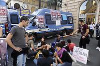 Roma, 12 Ottobre 2011.Indignati presidiano e si accampano in via Nazionale nei pressi di palazzo Koch sede di Bankitalia. tende e assemblea