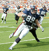 UVa football tight end Heath Miller for the Virginia Cavaliers playing in Scott Stadium at the University of Virginia in Charlottesville, VA. Photo/Andrew Shurtleff.