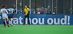 AMSTELVEEN -  Scheidsrechter Armand Triepels  tijdens de hoofdklasse competitiewedstrijd dames, Pinoke-Amsterdam (3-4). COPYRIGHT KOEN SUYK