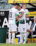 Raffael (Bor. Moenchengladbach) (rechts) bekommt bei seiner Einwechslung seines letzten Spieles von Lars Stindl (Bor. Moenchengladbach) die Kapitänsbinde überreicht.<br /><br />27.06.2020, Fussball, 1. Bundesliga, Saison 2019/20, 34. Spieltag, Borussia Moenchengladbach - Hertha BSC Berlin, <br /><br />Foto: MORITZ MUELLER/POOL/via/Meuter/Nordphoto<br />Only for Editorial use