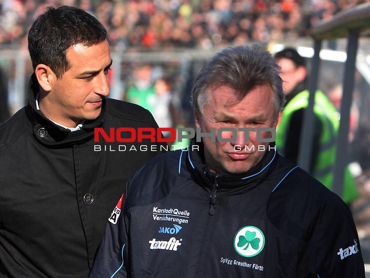 2.Liga FBL 2008/2009  19. Spieltag Hinrunde<br /> FC St.Pauli &ndash; vs. SpVgg Greuther F&uuml;rth<br /> <br /> <br /> Trainer Benno M&ouml;hlmann (links) zufrieden mit dem Auftritt, Hintergrund Manager Rachid Azzousis.<br /> <br /> <br /> <br /> Foto &copy; nph (nordphoto)<br /> <br /> *** Local Caption ***