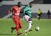 TUNJA -COLOMBIA, 12-03-2016. Jesus Murillo (Izq) jugador de Patriotas FC disputa el balón con Harold Preciado (Der) jugador de Deportivo Cali durante partido por la fecha 9 de la Liga Águila I 2016 realizado en el estadio La Independencia en Tunja./ Jesus Murillo (L) player of Patriotas FC fights for the ball with Harold Preciado (R) player of Deportivo Cali during match for the date 9 of Aguila League I 2016 at La Independencia stadium in Tunja. Photo: VizzorImage/