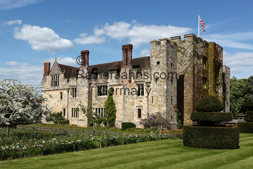 Great Britain, England, Kent, Hever, near Edenbridge: Hever Castle, home of Anne Boleyn (wife of King Henry 8th), restored by William Waldorf Astor