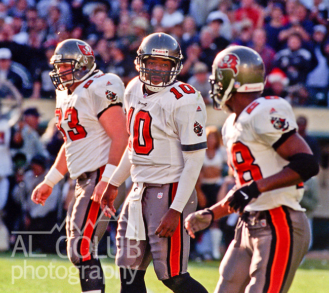 Oakland Raiders vs. Tampa Bay Buccaneers at Oakland Alameda County Coliseum Sunday, December 19, 1999.  Raiders beat Buccaneers  45-0.  Tampa Bay Buccaneers quarterback Shaun King (10).