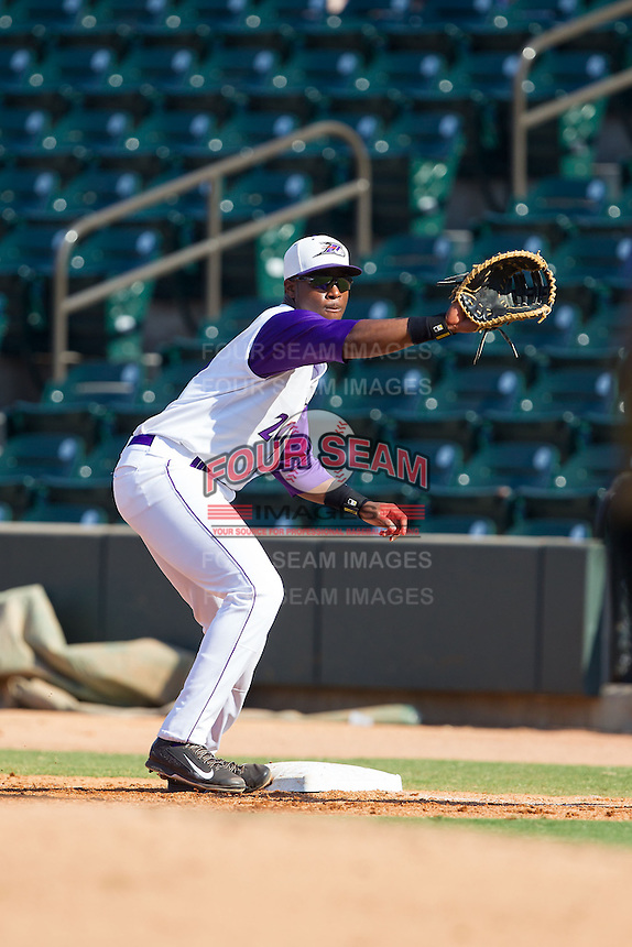 Keon Barnum (20) of the Winston-Salem Dash waits for a throw at first base during the game against the Wilmington Blue Rocks at BB&T Ballpark on July 6, 2014 in Winston-Salem, North Carolina.  The Dash defeated the Blue Rocks 7-1.   (Brian Westerholt/Four Seam Images)