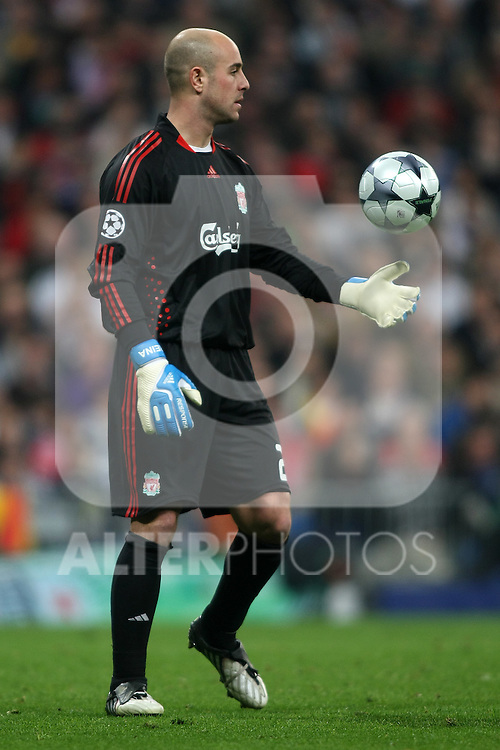 Liverpool's Pepe Reina during the UEFA Champions League match. February 25 2009. (ALTERPHOTOS/Acero).