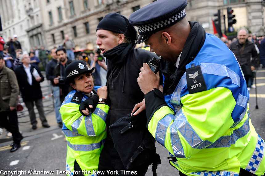 UK. London. 1st April 2009.. police arrest a demonstrator outside the bank of england©Andrew Testa for the New York times