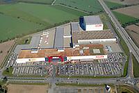 Hoeffner: EUROPA, DEUTSCHLAND, SCHLESWIG-HOLSTEIN, (EUROPE, GERMANY), 17.10.2006: Moebel Hoeffner, Verkauf, Handel, auf der gruenen Wiese, Zentrum, Parkplaetze, Parkraum, Logistik, Verkehrsanbindung, Luftbild, Luftaufname, Kundenfreundlich, .c o p y r i g h t : A U F W I N D - L U F T B I L D E R . de.G e r t r u d - B a e u m e r - S t i e g  1 0 2,  .2 1 0 3 5  H a m b u r g ,  G e r m a n y.P h o n e  + 4 9  (0) 1 7 1 - 6 8 6 6 0 6 9 .E m a i l      H w e i 1 @ a o l . c o m.w w w . a u f w i n d - l u f t b i l d e r . d e.K o n t o : P o s t b a n k    H a m b u r g .B l z : 2 0 0 1 0 0 2 0  .K o n t o : 5 8 3 6 5 7 2 0 9.C  o p y r i g h t   n u r   f u e r   j o u r n a l i s t i s c h  Z w e c k e, keine  P e r s o e n  l i c h ke i t s r e c h t e   v o r  h a n d e n,  V e r o e f f e n t l i c h u n g  n u r    m i t  H o n o r a  n a c h  MFM, N a m e n s n e n n u n g und B e l e g e x e m p l a r !...