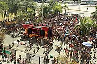 RIO DE JANEIRO, RJ, 23 AGOSTO 2013 - GREVE PROFESSORES RJ - Os após negociação com o prefeito Eduardo Paes e com a secretária de Educação Claudia Costin os professores decidiram em assembleia pela continuidade da greve geral  na Cidade Nova nessa sexta 23. (FOTO: LEVY RIBEIRO / BRAZIL PHOTO PRESS)