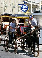Malta, Valetta: tmit dem Karrozzin (Pferdekutsche) durch die Innenstadt | Malta, Valetta: with the horse-drawn Karrozzin through the city