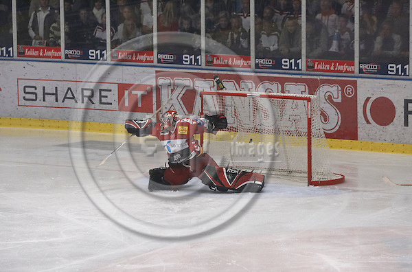 """BERLIN - GERMANY 29. SEPTEMBER 2006 --  Odense Ice hockey Club (OIK) (in green) 6-2 AaB Ice hockey (Aalborg) (in red) - AaB goal keeper -- PHOTO: CHRISTIAN T. JOERGENSEN / EUP & IMAGES..This image is delivered according to terms set out in """"Terms - Prices & Terms"""". (Please see www.eup-images.com for more details)"""