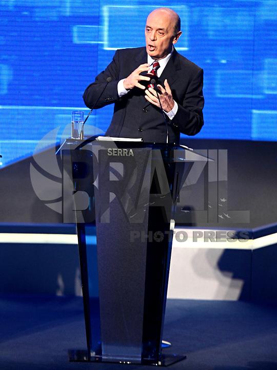SAO PAULO, 02 de agosto de 2012. DEBATE BAND. O candidato do PSDB, Jose Serra,  durante o debate promovido pela rede bandeirantes de tv. foto Adriana Spaca - Brazil Photo Press