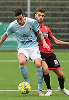 SINT ELOOIS WINKEL SPORT - SK DEINZE :<br /> duel tussen Sofiane Oumedjeber (R) en Mathias Schils (L) <br /> <br /> Foto VDB / Bart Vandenbroucke