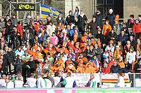 SCHAATSEN: BOEDAPEST: Essent ISU European Championships, 07-01-2012, schaatsfans, publiek, Kleintje Pils, ©foto Martin de Jong