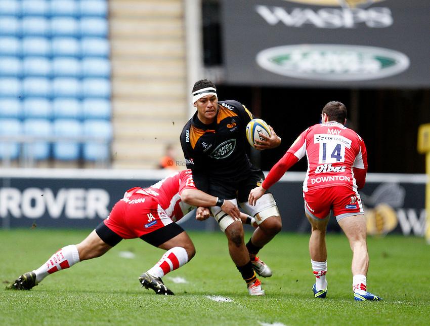 Photo: Richard Lane/Richard Lane Photography. Wasps v Gloucester Rugby. Aviva Premiership. 01/03/2015. Wasps' Nathan Hughes attacks.