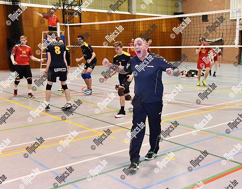 2017-03-30 / Volleybal / Seizoen 2016-2017 / Helvoc - Mortsel / Hellvoc kampioen / De coach viert<br /> <br /> ,Foto: Mpics.be