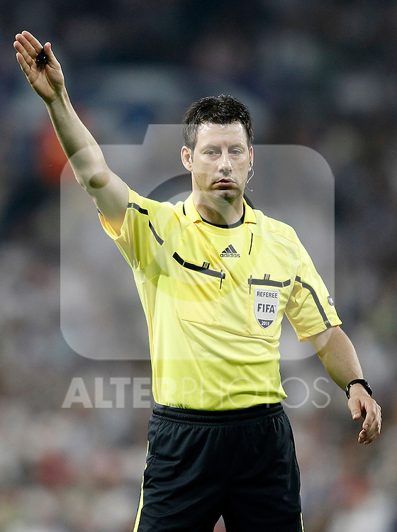 Referee Wolfgang Stark during Champions League match in Madrid. April 27, 2011. (ALTERPHOTOS/Alvaro Hernandez)