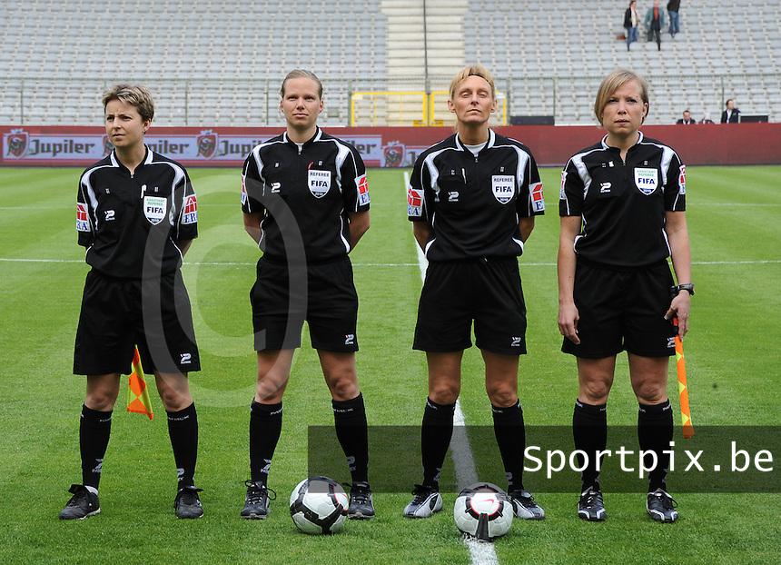 15 Mei 2010 Bekerfinale vrouwen : Sinaai Girls - RSC Anderlecht  : de scheidsrechters met Virginie Derouaux (links) ,  Claudine Brohet , Leen Martens en Anne Cheron (rechts).foto DAVID CATRY / Vrouwenteam.be