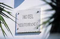"""Europe/Italie/Côte Amalfitaine/Campagnie/Env de Sorrente/S. Agnello di Sorrento : Panneau de l'Hôtel """"Mediterranéo"""""""
