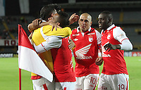 BOGOTA - COLOMBIA - 16 -04-2013: Wilder Medina   de Santa Fe  de Colombia celebra el gol  con sus compañeros contra  Real Garcilaso del Perú , durante partido en el estadio Nemesio Camacho El CampÌn de la ciudad de Bogotá, partido por el grupo  6 de la Copa Bridgestone Libertadores 2013, abril 16 de 2013.  (Foto: VizzorImage / Felipe Caicedo / Staff) . Wilder Medina of Santa Fe of Colombia celebrates goal with his teammates against Real Garcilaso of Peru during game at the stadium Nemesio Camacho El Campin in Bogota, group 6 match of the Copa Libertadores 2013 Bridgestone, April 16, 2013 . (Photo: VizzorImage / Felipe Caicedo / Staff).Photo / VizzorImage / Felipe Caicedo / Staff