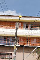 SÃO PAULO, SP, 09. 04. 2015 - ILUMINAÇÃO DE RUA - Lâmpadas de poste de rua são vistos acesos durante o dia na Rua João Vicente no bairro do Butantã na regiao oeste da cidade de São Paulo nesta quinta-feira, 09. ( Foto: Kevin David / Brazil Photo Press )