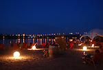 Mainzer Rheinstrand bei Nacht mit Blick über die Theodor-Heuß-Brücke nach Mainz-Kastel