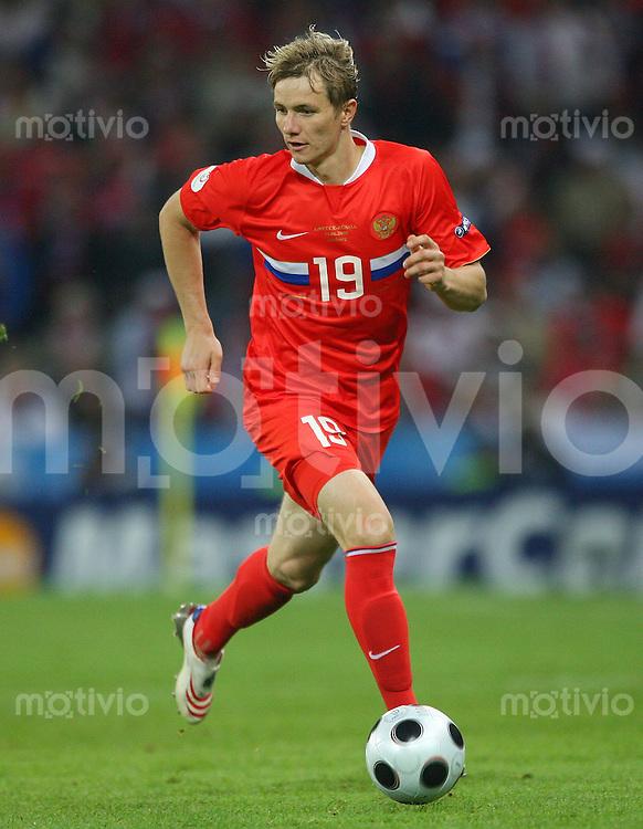 FUSSBALL EUROPAMEISTERSCHAFT 2008  Griechenland - Russland    14.06.2008 Roman Pavlyuchenko ( Russland ) am Ball