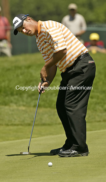 CROMWELL, CT, 06/21/07- 062107BZ04- Chris DiMarco watches his putt on the ninth hole during the first round of the 2007 Travelers Championship at TPC River Highlands in Cromwell.  <br /> Jamison C. Bazinet Republican-American