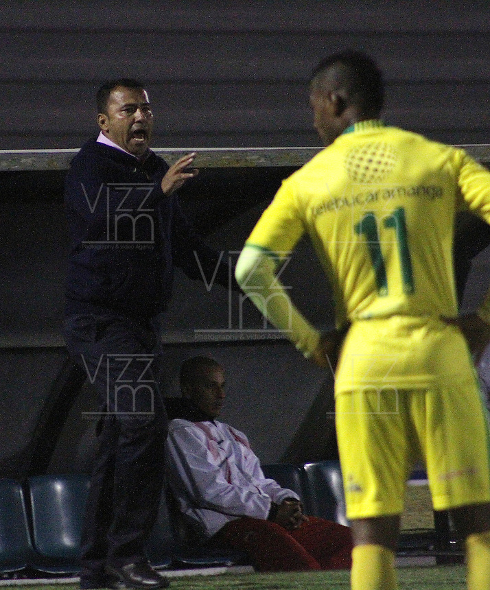 TUNJA - COLOMBIA -06-02-2016: Harold Rivera, técnico de Patriotas FC durante partido Patriotas FC y Atletico Bucaramanga, por la fecha 2 de la Liga de Aguila I 2016 en el estadio La Independencia en la ciudad de Tunja /  Harold Rivera, coach of Patriotas FC, during a match Patriotas FC and Atletico Bucaramanga, for date 2 of the Liga de Aguila I 2012 at La Independencia stadium in Tunja city. Photo: VizzorImage  /  Cesar Melgarejo / Cont.