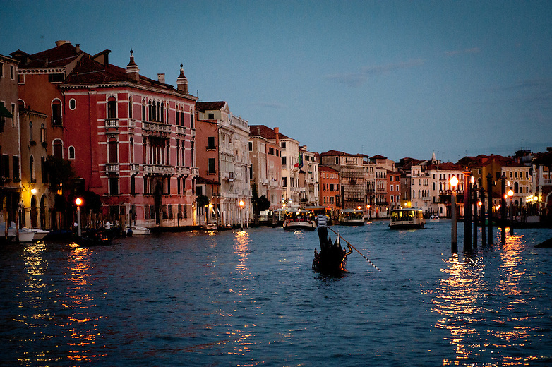 When it gets dark, the city takes on a magic allure. The silent shadows of its Gothic and Renaissance palaces reflect on the calm waters of the Canal Grande, the most important waterway in the city. It's the perfect time for a gondola ride. Until the end of the eighteenth century, gondolas numbered about 10,000.