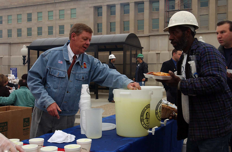 "5Isakson112701 -- John Isakson, R-Ga., serves lemonade to workers of the Pentagon Renovation Program during the ""Southern Cookout"" to salute the men and women who assisted in the recovery effort and are working still to rebuild the Pentagon. The ""Southern Salute"" cookout was put on by Williamson Bros. Bar-B-Q of Marietta, Ga."