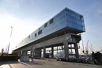 Nederland Amsterdam  2019. Kraanspoor bij de Marina in Amsterdam. In het gebouw zijn veel bedrijven gevestigd.. Foto Berlinda van Dam/ Hollandse Hoogte
