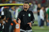 MEDELLÍN -COLOMBIA-07-02-2015. Juan Carlos Osorio técnico de Atlético Nacional gesticula durante partido con Independiente Medellín por la fecha 2 de la Liga Águila I 2015 jugado en el estadio Atanasio Girardot de la ciudad de Medellín./ Juan Carlos Osorio coach of Atletico Nacional gestures during match against Independiente Medellin for the  second date of the Aguila League I 2015 at Atanasio Girardot stadium in Medellin city. Photo: VizzorImage/León Monsalve/STR
