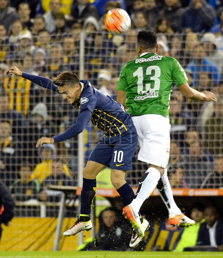 ROSARIO - ARGENTINA - 12-05-2016: Franco Cervi (Izq.) jugador de Rosario Central de Argentina, disputa el balón con Alexander Mejia (Der.) jugador de Atletico Nacional de Colombia durante partido de ida de cuartos de final, entre Rosario Central y Atletico Nacional por la Copa Bridgestone Libertadores 2016 en el Estadio Gigante de Arroyito, de la ciudad de Rosario. / Franco Cervi (L) player of Rosario Central of Argentina, vies for the ball with Alexander Mejia (R) player Atletico Nacional of Colombia, during a match for the first leg for the quarterfinal between Rosario Central and Atletico Nacional for the Bridgestone Libertadores Cup 2016, in the Gigante de Arroyito Stadium, in Rosario city. Photo: Photogamma / Mario Garcia / VizzorImage / Cont.