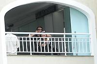 SANTOS, SP, 10.09.2013- A irmã Eliani porta do velório do músico Champignon, encontrado morto na madrugada de segunda-feira (9) na capital paulista, prossegue durante a manhã desta terça-feira (10) no Cemitério Memorial Necrópole Ecumênica, em Santos, no litoral de São Paulo - Adriano Lima / Brazil Photo Press