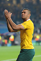 Kurtley Beale of Australia thanks the fans during Match 26 of the Rugby World Cup 2015 between England and Australia - 03/10/2015 - Twickenham Stadium, London<br /> Mandatory Credit: Rob Munro/Stewart Communications