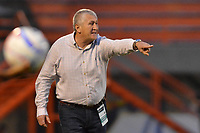 ENVIGADO - COLOMBIA, 07-10-2018: Eduardo Lara técnico de Envigado FC gesticula durante el encuentro con Jaguares de Cordoba por la fecha 13 de la Liga Águila II 2018 realizado en el Polideportivo Sur de la ciudad de Envigado. / Eduardo Lara coach of Envigado FC gestures during match against Jaguares de Cordoba for the date 13 of the Aguila League II 2018 played at Polideportivo Sur in Envigado city.  Photo: VizzorImage/ Leon Monsalve / Cont