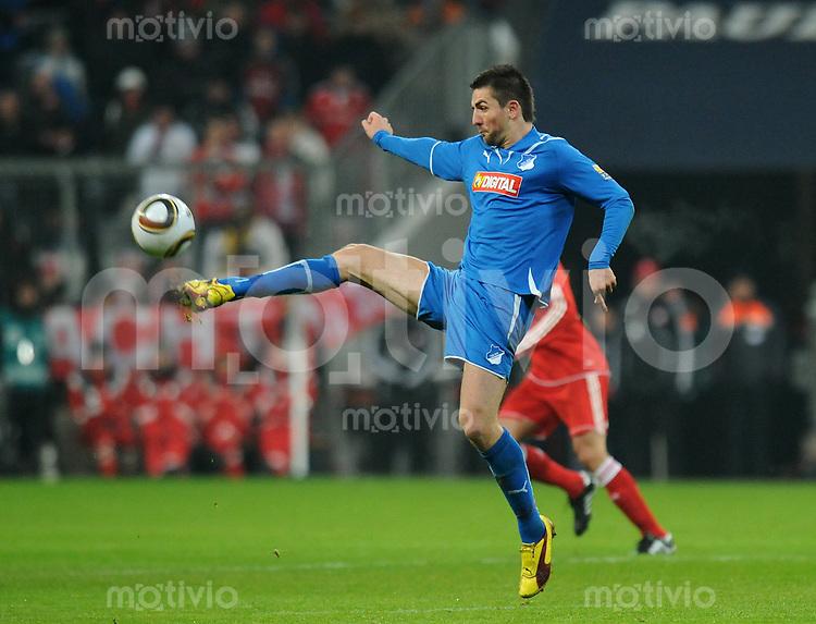 Fussball 1. Bundesliga   Saison   2009/2010  18. Spieltag  15.01.2010 FC Bayern Muenchen  - 1899 Hoffenheim Vedad Ibisevic (Hoffenheim) am Ball