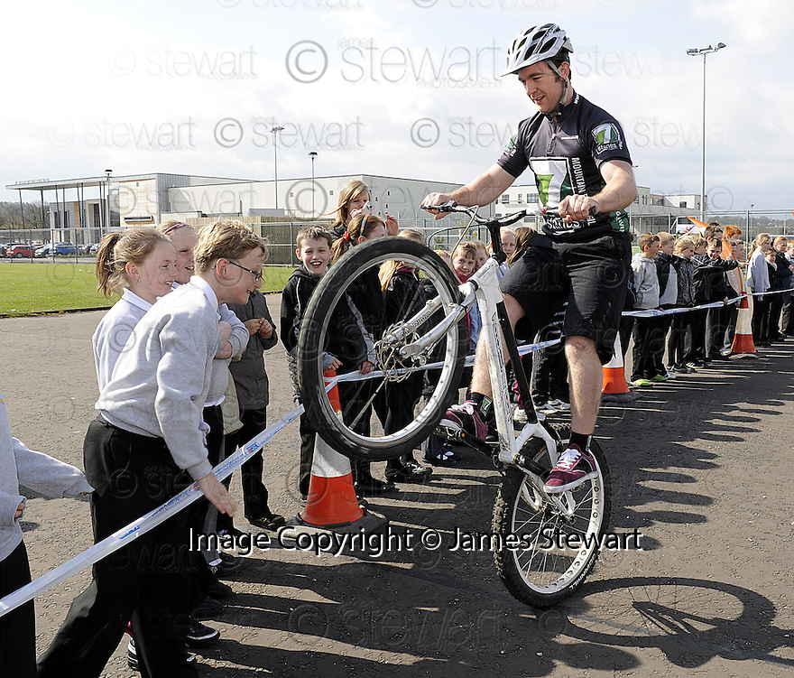 22/04/2010   Copyright  Pic : James Stewart.44_bowhouse_bikes  .::  BOWHOUSE PRIMARY SCHOOL GRANGEMOUTH :: 7 STANES MOUNTAIN BIKE DISPLAY TEAM :: .