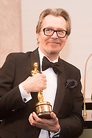 Gary Oldman, Oscar&reg; winner, stops at the engraving station at Governors Ball following the live ABC Telecast of The 90th Oscars&reg; at the Dolby&reg; Theatre in Hollywood, CA on Sunday, March 4, 2018.<br /> *Editorial Use Only*<br /> CAP/PLF/AMPAS<br /> Supplied by Capital Pictures