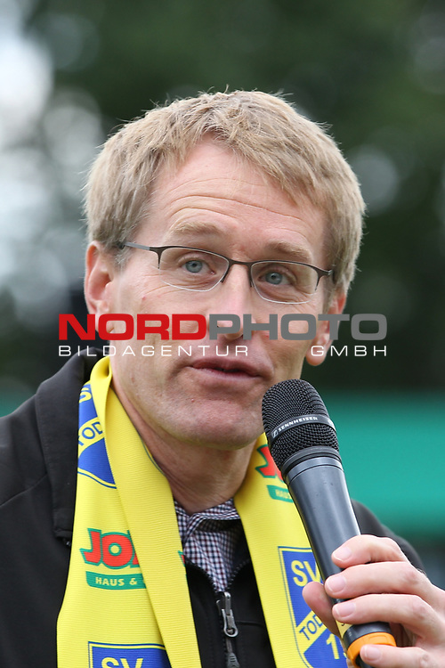 12.09.2020, JODA Sportpark, Todesfelde, GER, DFB-Pokal Runde1 SV Todesfelde vs. VfL Osnabrueck <br /> <br /> DFB REGULATIONS PROHIBIT ANY USE OF PHOTOGRAPHS AS IMAGE SEQUENCES AND/OR QUASI-VIDEO.<br /> <br /> im Bild / picture shows<br /> Ministerpräsident/Ministerpraesident von Schleswig-Holstein Daniel Günther/Guenther<br /> <br /> <br /> Foto © nordphoto / Tauchnitz