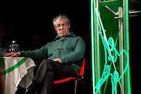 Varese: Umberto Bossi durante la serata organizzata in un teatro di Varese per siglare la pace con Maroni