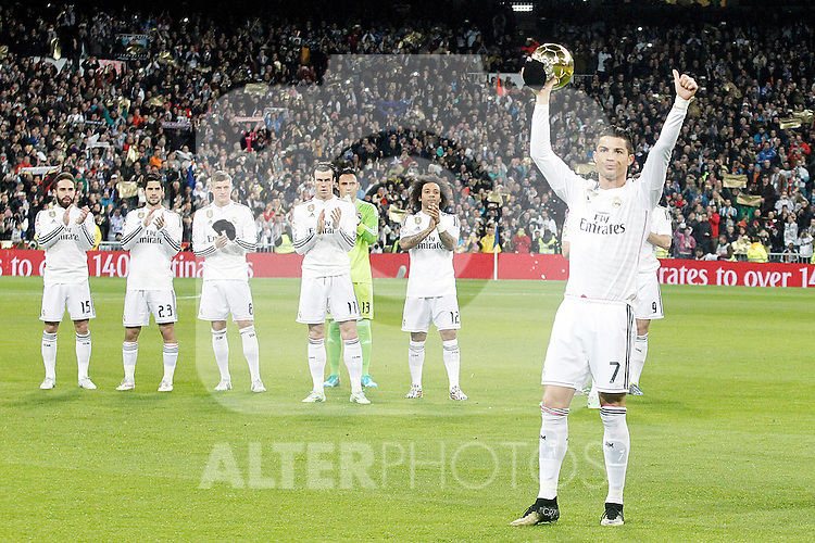 Real Madrid's Cristiano Ronaldo celebrates with the supporters the victory in the FIFA Gold Ball 2015 during Spanish King's Cup match.January 15,2015. (ALTERPHOTOS/Acero)