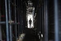 L'aquila, Abruzzo, Italia. 26.03.2014. L'aquila, 6. april 2009 kl. 03:32: Et jordskjelv som måler 6.3 ryster byen. 309 mennesker mister livet. Fem år senere sliter de som overlevde fortsatt med etterskjelvene, i form av en guffen cocktail av uærlige offentlige tjenestemenn, mafia og 494 millioner øremerkede euro på avveie. Fotografier til bruk i feature i DN lørdag 05.04.2014. Foto: Christopher Olssøn.