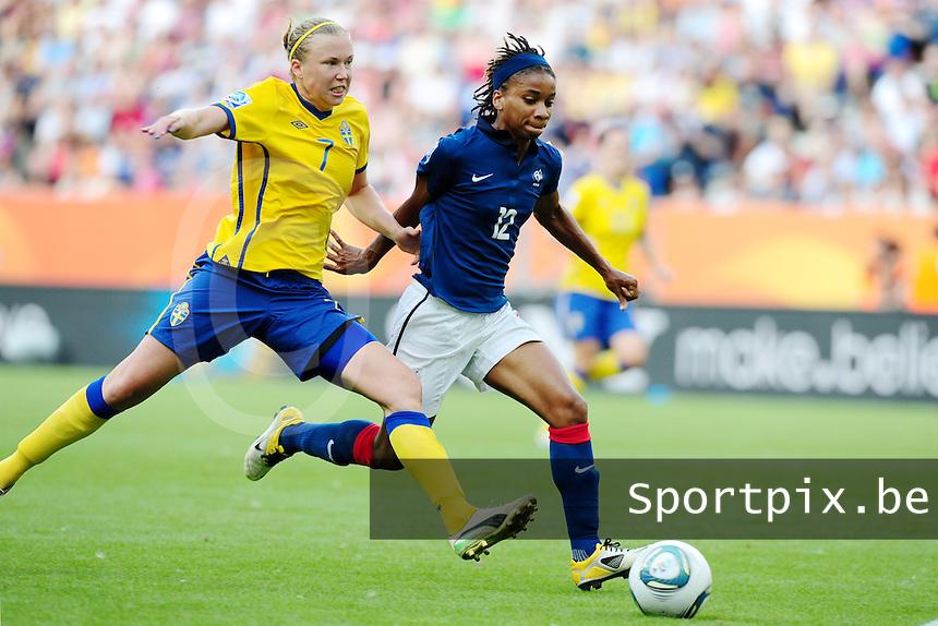 Fifa Women's World Cup Germany 2011 : Zweden - France Frankrijk at Sinsheim World Cup stadium : Elodie Thomis voor Sara Larsson.foto DAVID CATRY / Vrouwenteam.be