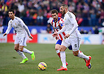 Atletico Madrid's midfielder and captain Gabi and Real Madrid's French forward Karim Benzem during the Spanish league football match Club Atletico de Madrid vs Real Madrid CF at the Vicente Calderon stadium in Madrid on February 7, 2015.          PHOTOCALL3000/ DP