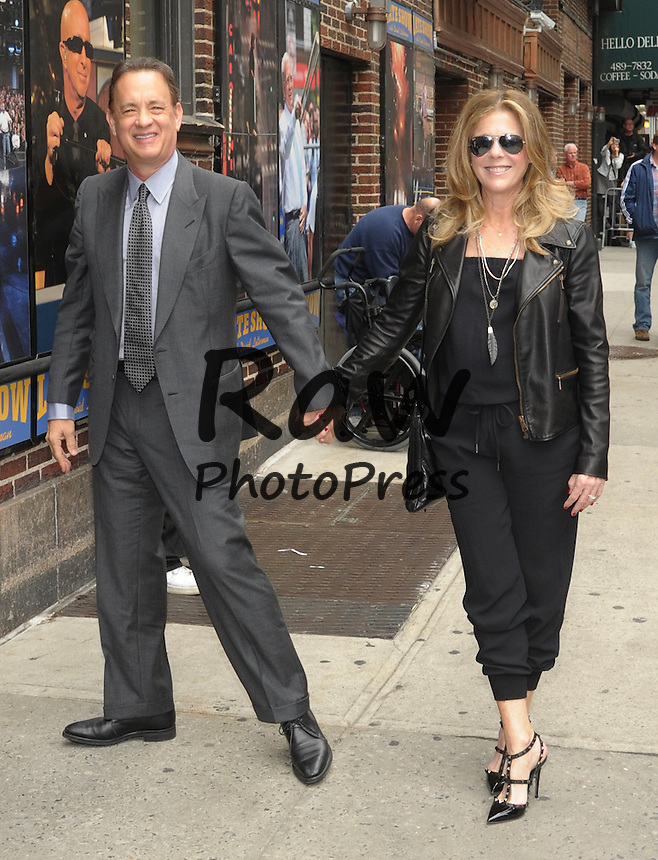 Tom Hanks y Rita Wilson han visitado el programa 'Late Show'.<br /> <br /> New York,NY-May 18: Rita Wilson, Tom Hanks Attend Late Night With David Letterman Show  in New York City on May 18, 2015. @Joe Stevens / Retna Ltd.